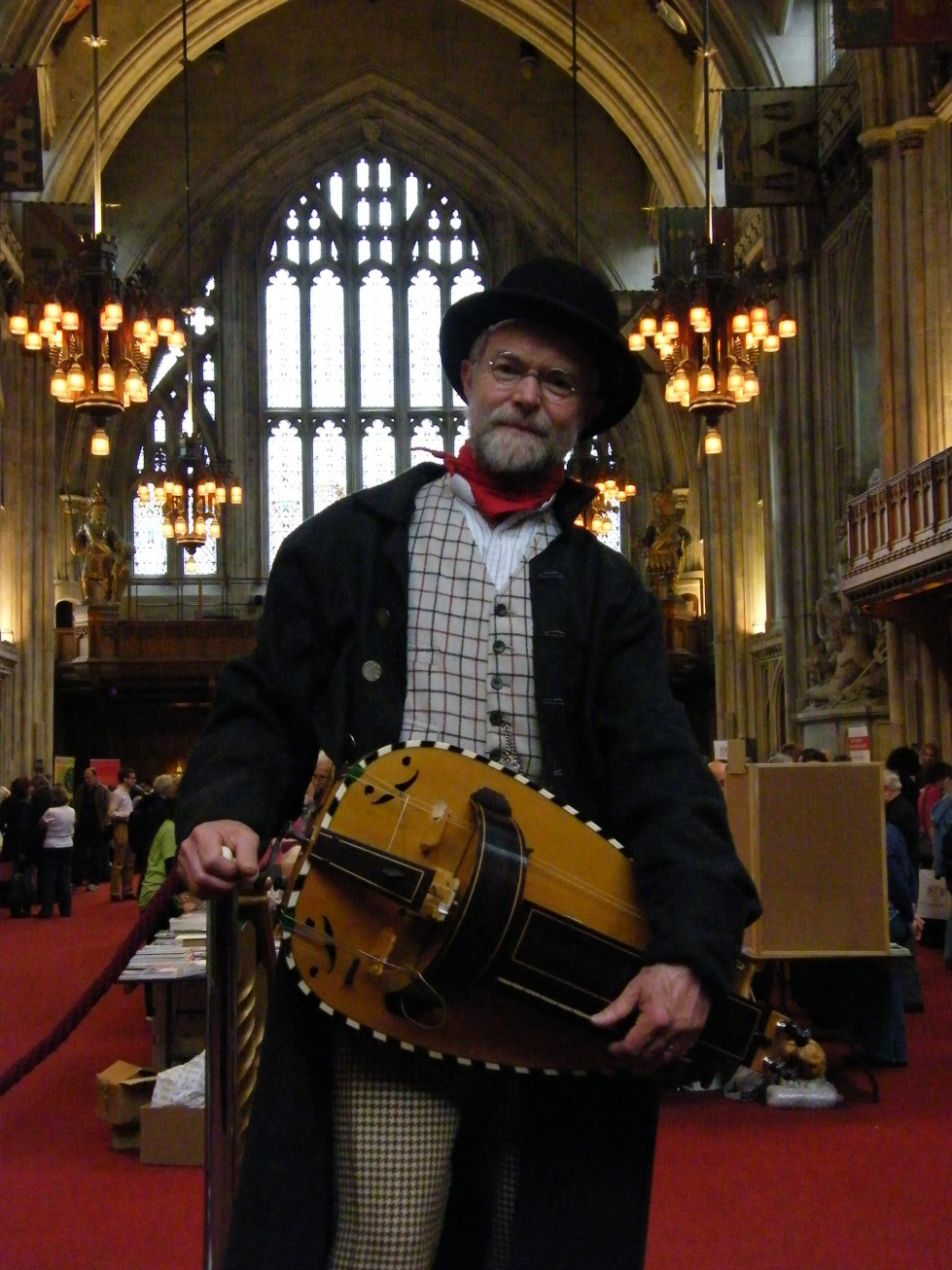 Hurdy-gurdy and me in the London Guildhall